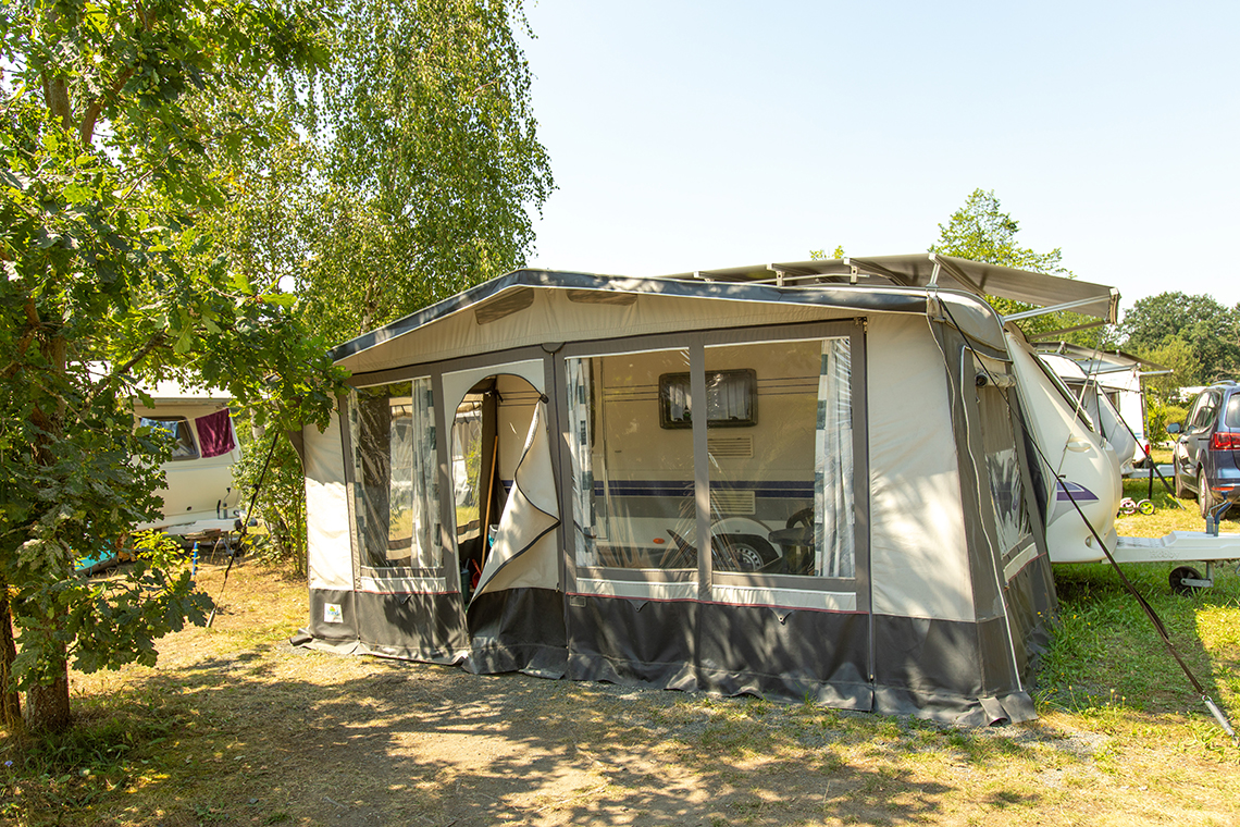 Campingplatz mit Mietwohnwagen in Pirna