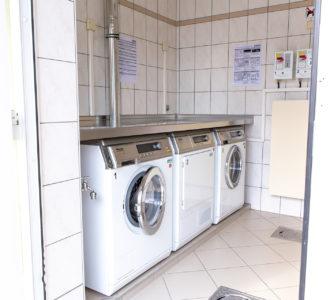 Waschmaschinen im Sanitärgebäude 1 des Campingplatz Pirna