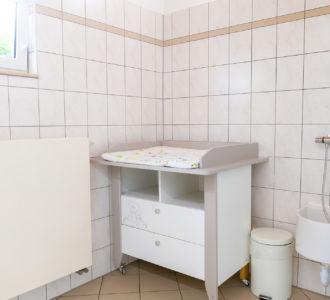 Wickeltisch in Sanitärgebäude 1 des Campingplatz Pirna