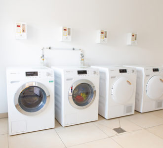 Camping Pirna - aneinandergereihte Waschmaschinen